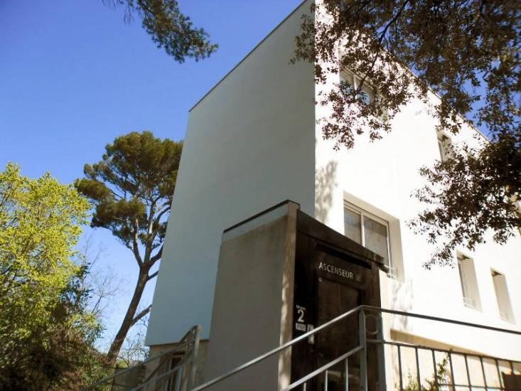 isolation thermique d 39 une extension d 39 une maison de retraite d 39 architecture typique des ann es. Black Bedroom Furniture Sets. Home Design Ideas