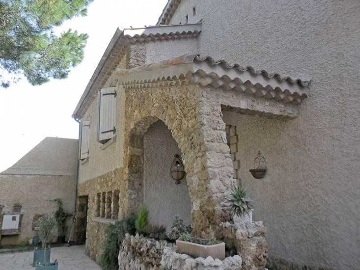 hydrogommage des fa ades et des parements pierre d 39 une maison varoise typique hy res. Black Bedroom Furniture Sets. Home Design Ideas