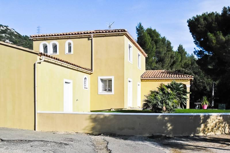 Photo ravalement facade orange contour fen tres gris for Teinte facade maison