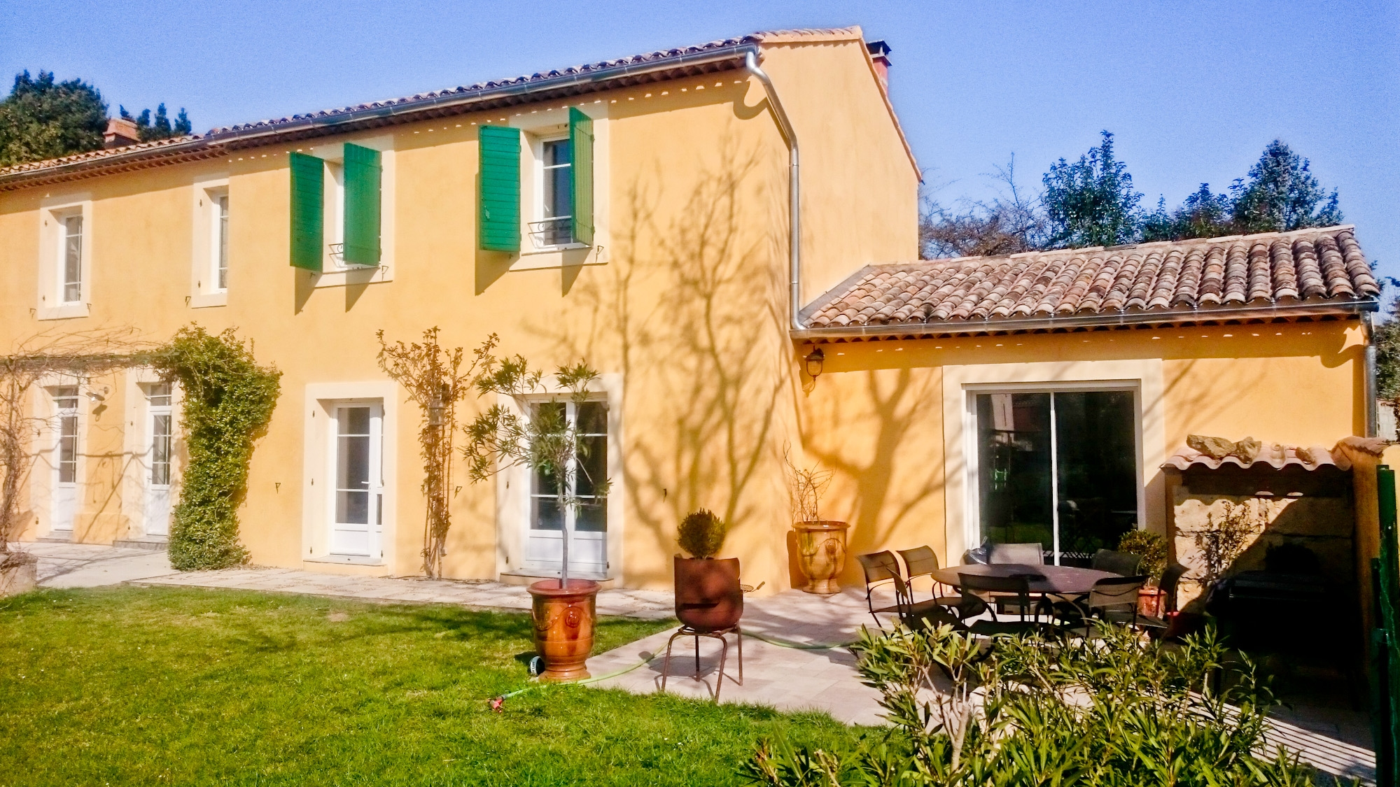Couleurs Facades En Provence décoration intérieure stuc à la lisseuse couleur taupe pour