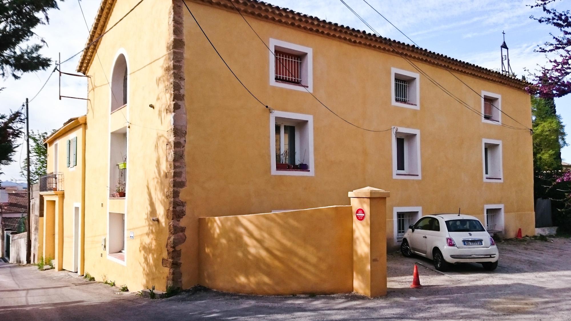 Couleurs Facades En Provence couleur enduit de façades ocre d'une bastide provençales à