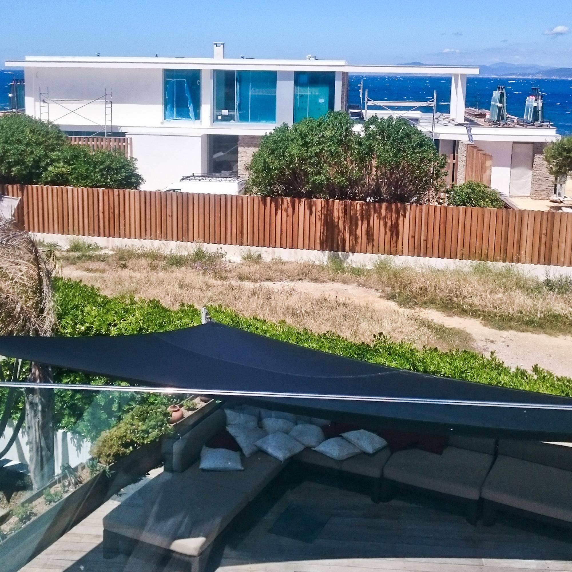 2 villas contemporaines de bord de mer au brusc six - Office du tourisme six fours les plages 83140 ...