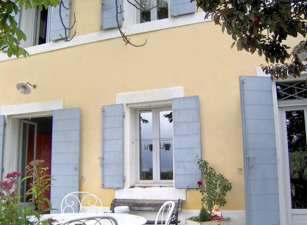 D coration int rieure en stuc chaux d 39 une villa aix en for Decoration de facade de villa